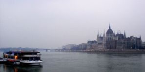 budapest-parliment-danube-477708-h